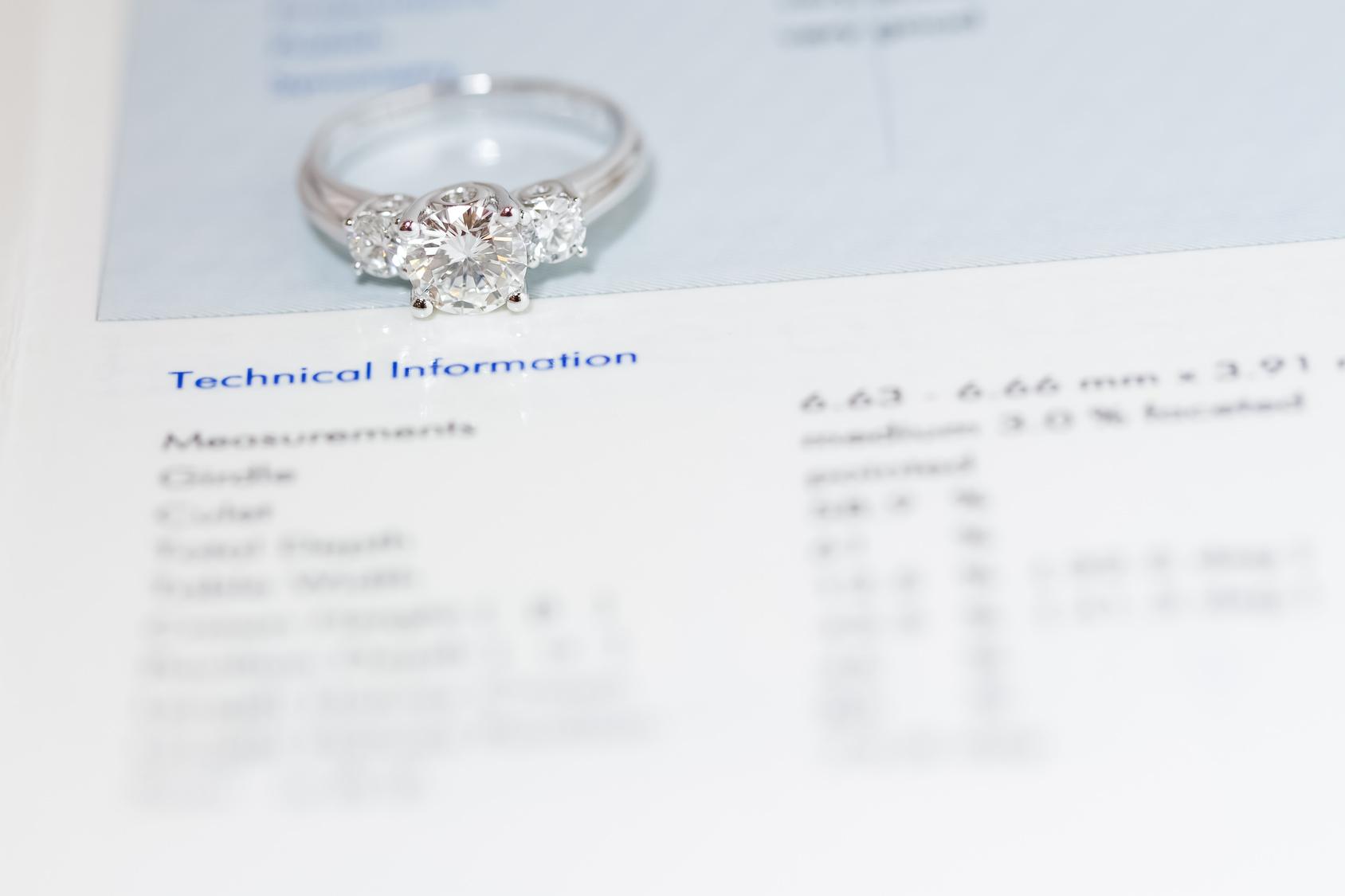 婚約指輪 ダイヤモンド4C
