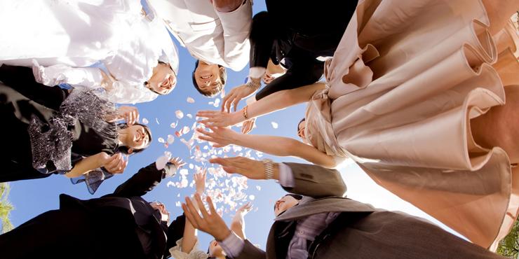どちらが理想?結婚式を挙げるなら国内?それとも海外?